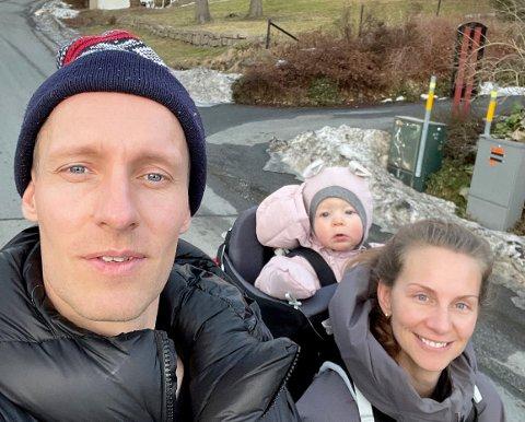 PÅ HUSJAKT: - Vi lagt vår elsk på det stedet, sier Håkon Tønnessen. Sammen med samboer Ida Daffinrud og datteren på 11 måneder er han på jakt etter et hus i Husvik skolekrets. Det er langt fra enkelt.