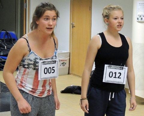 """Sara Undrum (til venstre) Og Tuva Sire var to av totalt 27 frammøtte på audition til """"den hvite dame"""" fredag."""