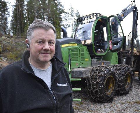 BRA FORHOLD: Som skogsentreprenør har Jens Unneberg vært svært fornøyd med værforholdene i høst. – Det er nok av oppdrag og ikke noe problem å holde maskinene i kontinuerlig drift, sier han. Foto: Trine Bakke Eidissen