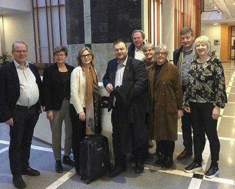 I Oslo: Fleire representantar, både administrativt og politisk, frå Hardanger og Sunnhordland frontar no forslaget om samanslåinga som vil sikra både Hardanger og Sunnhordland tingrett. Foto: Privat