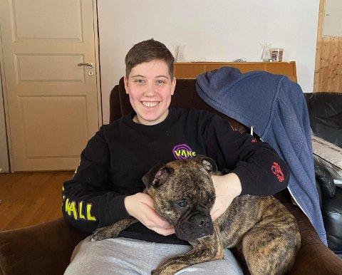 20 TIMER ALENE: Hunden Tilly er trygt tilbake etter et svært dramatisk døgn. Her på fanget til Jennies datter Niamh.