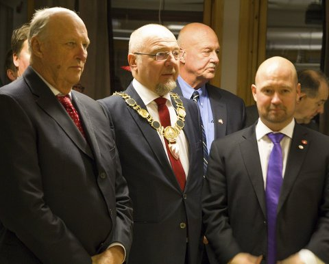 STORFINT BESØK: I 2015 tok ordfører Rune Rafaelsen (Ap) imot Kongen, samt daværende justisminister Anders Anundsen (Frp) i Kirkenes.