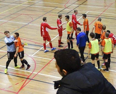 JUBELSCENER: Varanger Futsal BK ble seriemestre i 1. divisjon futsal 2016/17.Foto: Varanger BK Futsal