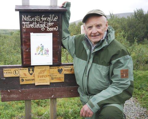 MANNEN BAK: Trygve Nilsen er mannen bak naturstien til Nordkyn Turlag lite utenfor Kjøllefjord. I august i fjor var det åpning. Kreftsyke Trygve kjempet seg til å delta.