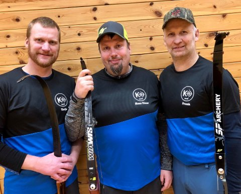 DYKTIGE: F.v. Terje Bakke, Hans Einar Holmedal og Frank Johnsen knuste søndag den gamle rekorden på 60 skot i lagskyting. (Foto: Privat).
