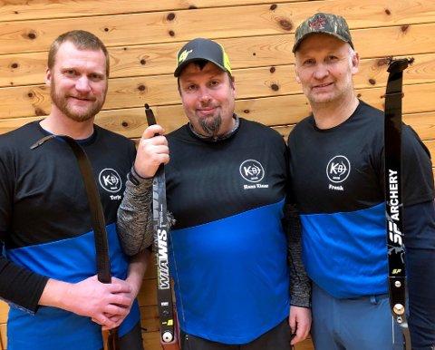 I klassen Instiktiv gjorde desse tre det skarpast. F.v. Terje Bakke, Hans Einar Holmedal og Fransk Johnsen. (Foto: Privat).