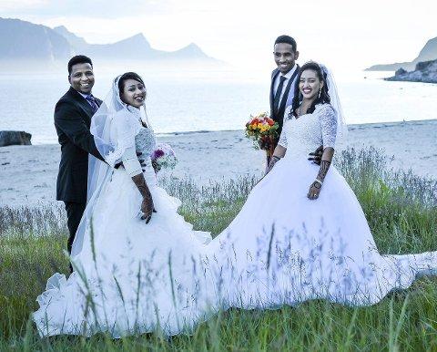 Feiring:  Her er de to brudeparene Fatima Babiker og Omar Mohammed Eldu, og Qabas Babiker og Mohammed. De to søstrene Fatima og Qabas ble gift i samme slengen. På Leknes ventet nær 200 festdeltakere på å feire giftemålene. Her fra bryllupsfotograferingen på Hauklandstranda.         Alle foto: Christina Svanstrøm