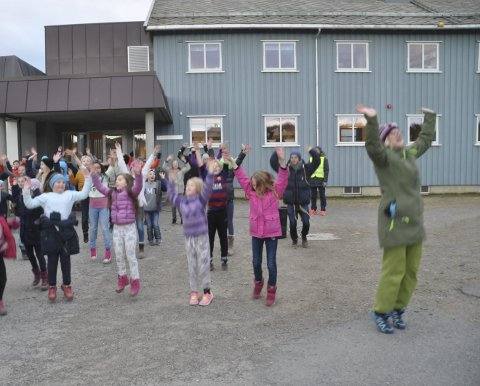 BLE MED: Både lærere og elever var med på dansen