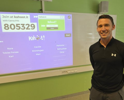 Kahoot: Lærer Espen Bendiksen ved Svolvær skole kjørte mattefinalen via italienske Kahoot.it for de ni finaleelevene onsdag.