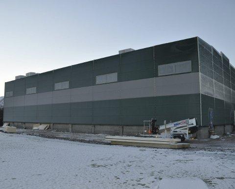 BLESTHALLEN: Fylkesrådet etterbevilger til Blesthallen på Bøstad, og roser idrettslaget for byggeledelsen.
