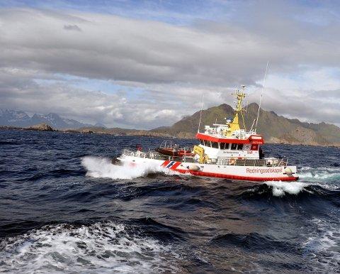 """PROBLEMER: Redningsskøyta """"Det Norske Veritas"""" skulle hjelpe en båt med tau i propellen, og endte selv opp med å få tau i propellen."""