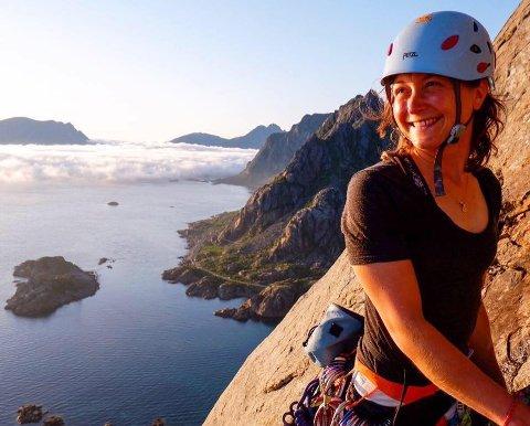 Sykepleier Ingrid Velken Kverneland driver med klatring og surfing på fritiden.