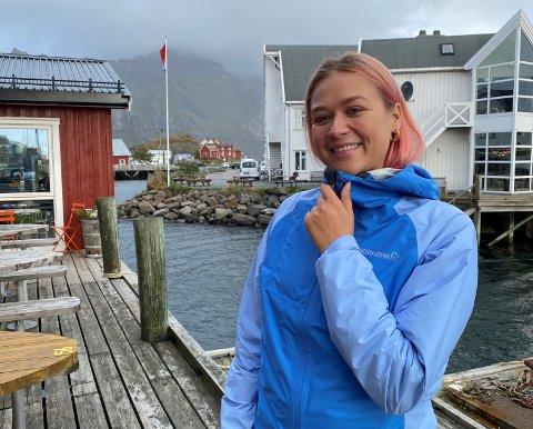 Lise Marit Syftestad på besøk i Henningsvær i høst.