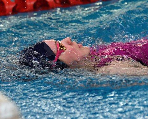GA ALT: Elise Romundset ga alt i bassenget.