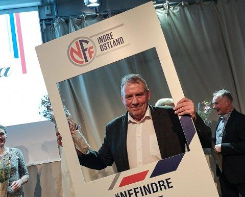 Svein Nielsen ble tildelt NFF Indre Østlands hederstegn.