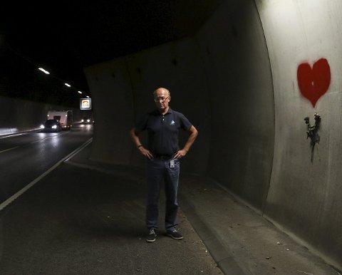 Sikkerhet: – Midtdelere er et trafikksikkerhetstiltak jeg brenner for, sier ordfører Thore Vestby. Nå tar han til orde for plastvimpler i Frogntunnelen.Foto: Tora Lind Berg
