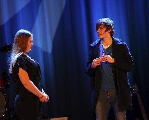 MAGI: Mikael Bruland lurte en av jurymedlemmene trill rundt på scenen i Ås kulturhus.