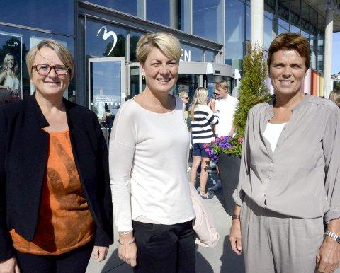 Viktig satsing: Tre sentrale personer i mobbearbedet i Larvik. Fra venstre: virksomhetsleder barnehage, Sissel Gro Johnson, rådmann Inger Anne Speilberg og virksomhetsleder skole, Tuva Enger.
