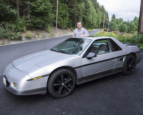 Dette er den andre bilen til 17 år gamle André Whal Tangen. Nå skal den plukkes ned, pusses opp og settes sammen igjen.