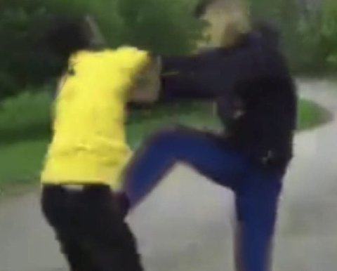AVTALT: Ungdom helt nede på barneskolenivå avtaler slåsskamper i Jessheim sentrum. Dette bildet er tidligere blitt brukt av politiet for å illustrere slåsskampene og har ikke tilknytning til hendelsene på Jessheim.