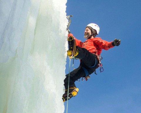 GODE FORHOLD: I år er det ekstremt gode forhold for isklatring i Hengefossen, sier den erfarne isklatreren Lars Wegge til RHA.