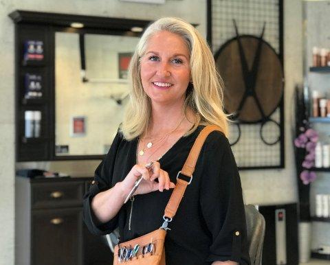 TILBAKE TIL HJEMBYEN:  Christina Jensen Abidi jobbet mange år som frisør i Oslo. Nå har hun etablert seg på Salong Unic ved brygga.