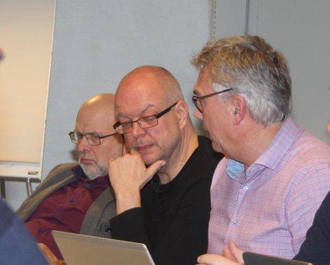 URO: Ordførarane Hilmar Høl, Årdal og Petter Sortland, Høyanger, er uroleg for arbeidsplassar også i Sogn dersom Hydro sel ut valseverka i Holmestrand og på Karmøy.