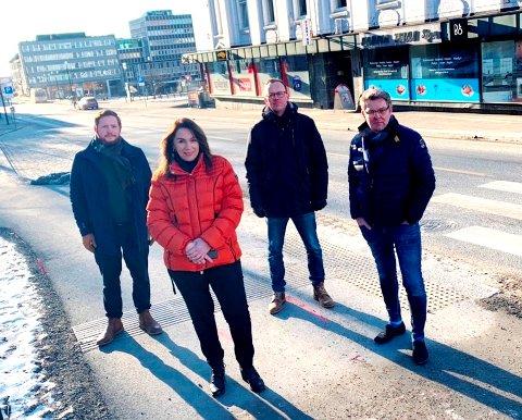 IKKE SÅ GALT: Ordførerkandidat ved forrige valg, Emilie Schäffer, mener at det ikke står så galt til med byen. Her sammen med partikolleger.