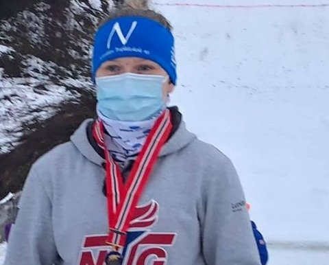 2 GULL: Heidi Dyhre Traaserud var den enste som stiulte i årets junior-NM og det ble  da selvsagt to gull. Heddals-hopperen leder også Norgescupen.