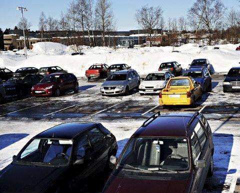 NEI: Med dagens miljøutfordringer kan ikke en videre vekst på campus Vestfold gjennomføres, dersom privatbilen fortsatt blir det viktigste transportmiddelet for å komme dit. Foto: Marit Borgen
