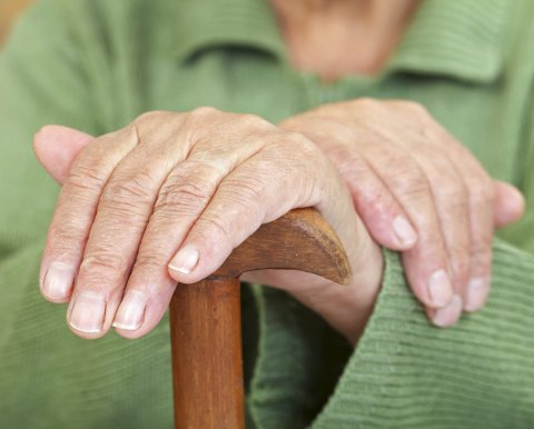 VIKTIG:  Usikkerhet hva gjelder sykehjemsplassene og hjelp på eldre dager, er noe våre eldre er opptatt av. Foto: Shutterstock