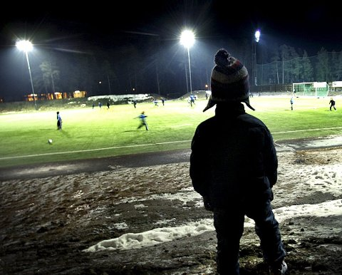 UTENFORSKAP: Barnefattigdom i Norge handler ikke om barn som lider direkte nød, men om utenforskap, skriver Heming Olaussen (SV).