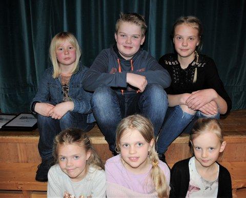 Premierte: Desse skriveglade ungane og ungdomane fekk både cash og diplom for innsatsen. Bak f.v. Ida Børselien, Oddmund Johme og Thelma Berg. Framme f.v. Hedda Skeie, Hanna Espeliødegård og Agnes Brekke-Dervola.