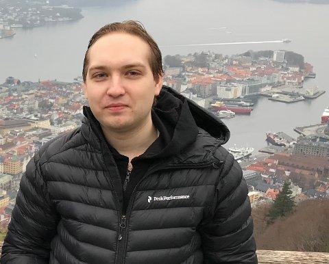 SUKSESS MED BITCOIN: Eirik Ulversøy bor for tiden i Bergen, og dette bildet er tatt ved Fløyen - men han er ofte på hjemlige trakter i Nittedal, og skulle hit på påskeferie.