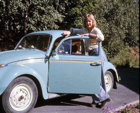 ANNO 1974: Sjåfør Granheim med det «nye» VW-vidunderet, som da allerede hadde 13 år på baken.