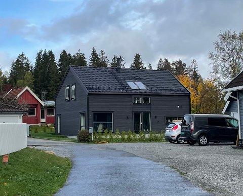 Tølløseveien 14 (Gnr 74, bnr. 22, seksjon 2) er solgt for kr 6.550.000 fra Thomas Strubreiter Knutsen til Anette Etland og Jarle Etland (06.09.2021)