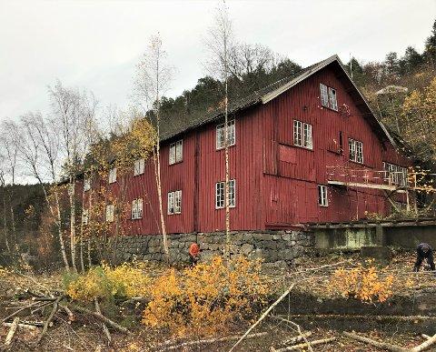 Sagbygningen  ved Lindstøl Skips- og Båtbyggeri trenger sårt midler, slik at bygningen kan sikres fra ytterligere forfall. Nå har Kulturminnefondet ytt et tilskudd på 350.000 kroner til reparasjon av taket.