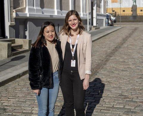 Vi skal være et sted for ensomme, som ønsker seg nye venner og nettverk, sier aktivitetsleder Jessica Ngyen og Monica Thune Hakull, som er koordinator for aktivitetstilbudet Døråpner i Røde Kors. FOTO: EIRIK HAGESÆTER