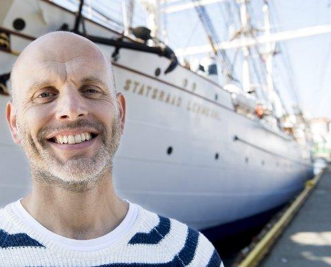 SOMMERSKUTEN: – fantastisk at NRK ser verdien av det vi driver med, sier Haakon Steinar Vatle i Stiftelsen Statsraad Lehmkuhl. I sommer blir Norges flotteste seilskute NRKs sommerskute. FOTO ARNE RISTESUND