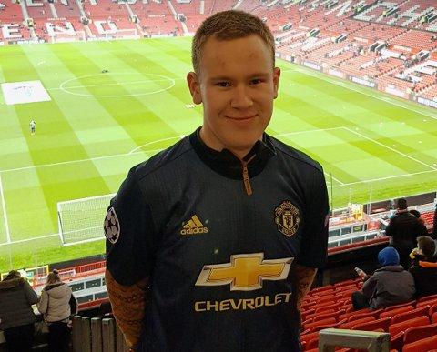 BETRE TIDER: Jakob Sande Søgnen (21) avbilda på på Old Trafford i 2019, ei stund før koronapandemien skapte fotballkvardagen vi ser i dag.