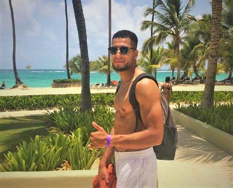 FFK-spiller Riki Alba på ferie i Den Dominkanskje republikk i 2018. Denne uken fikk han tilbud om å spille for landslaget til øystaten fra Kariba.