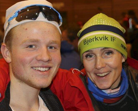 MOR OG SØNN: Markus Holmer, t v, har åpnet skisesongen godt. Her sammen med mor Lise Danielsen Holmer.