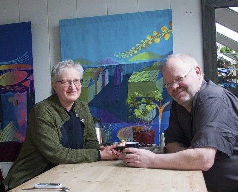 Holder åpent hus: Kunstnerparet Marit Myklebust og Karl Gustav Gjertsen holder åpent hus, og ønsker folk velkommen.foto: jan erik teigen