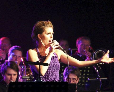 Utstråling og stor stemme: Julie Dahle Aagård overbeviste i Lokstallen.