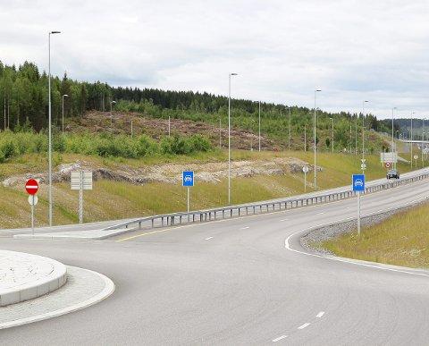 Ny asfalt: E16 ved Kurusand og rundkjøringene mellom trafostasjonen og Kurusand får ny asfalt i sommer.