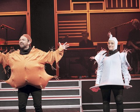 KOMMER: John Brungot og Henriette Steenstrup kommer med sitt show «Åpent forhold» til Rådhus-Teatret onsdag 10. oktober.