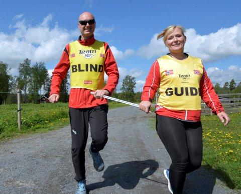 Lørdag skal svalsynte Håkon Gisholt, og ledsager fra Tyrili Kari Haddeland, løpe Birkebeinerløpet sammen. Fredag ble det en lett treningsrunde til ære for GD og NRK.