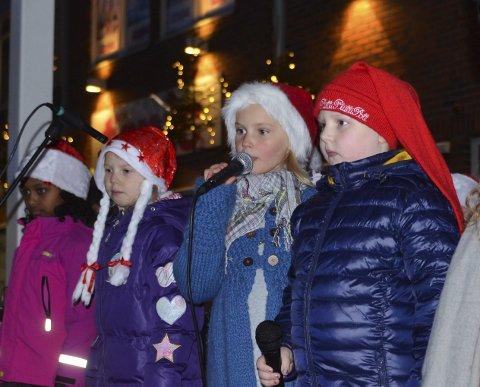 ER MED: Hadeland Soul KIdz, som også sang under julegateåpningen i Gran.