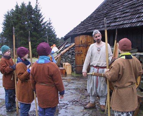 LEIRSKOLE: Bildet er tatt på leirskole på Vikinggården på Bukkøy.