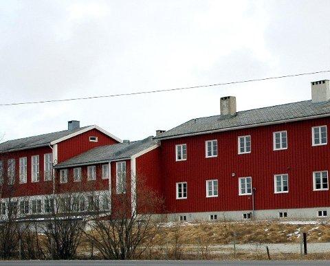 ØNSKET KJØPT: Børselv og omegn bygdelag vurderer sterkt å kjøpe skolebygget i Børselv for å beholde skolen i bygda.